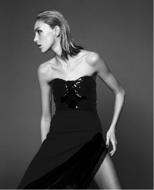她是老佛爷最看好的模特之一,行走的YSL衣橱,穿塑料袋都那么美