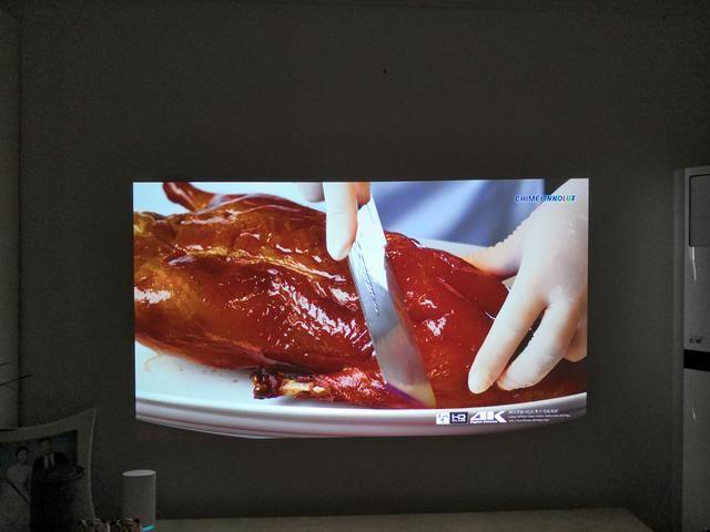 使用时直接打开投影就可以收看电视、电影节目