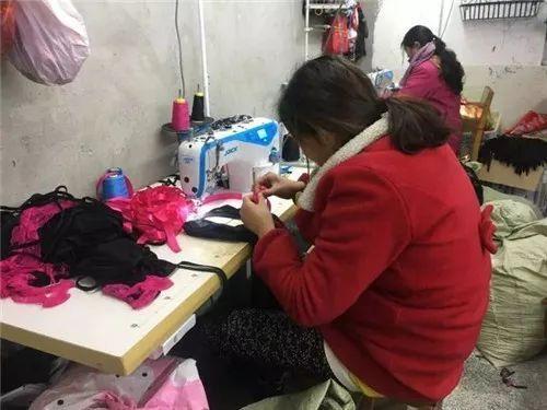 靠小镇视频一年赚10亿!中国情趣内衣情趣,承包大妈透明农村内衣秀百度图片