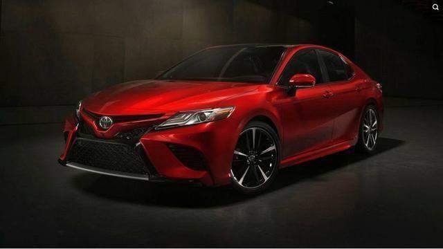 丰田将其凯美瑞分为两种更加独特的风格:le和xle车型稍微保守一点,而
