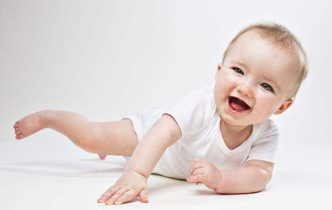 如何判断宝宝发育迟缓主要看四个标准