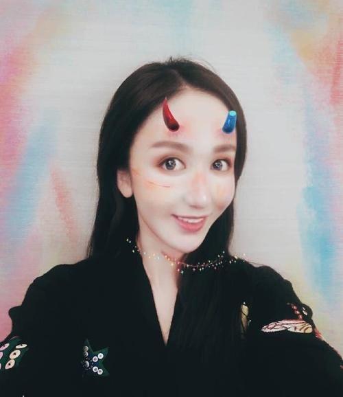 古力娜扎的万圣节技巧来袭,跟杨颖相比,谁的妆打飞ji造型视频图片