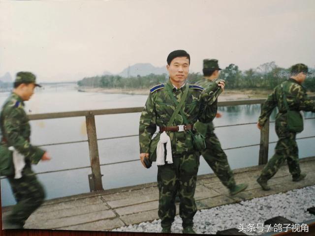 在桂林空军学院学习时参加拉练演习图片