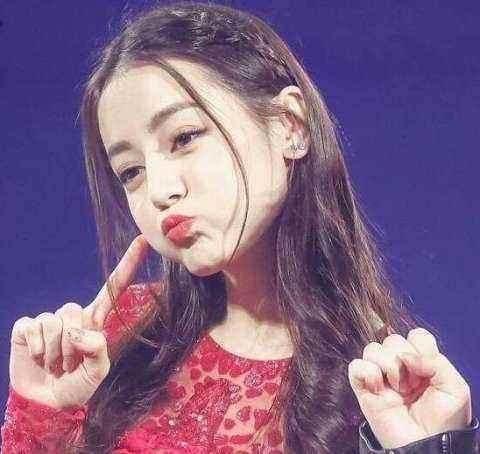 女星噘嘴照,赵丽颖可爱,baby少女,宋茜搞笑,谁能比得过热巴?