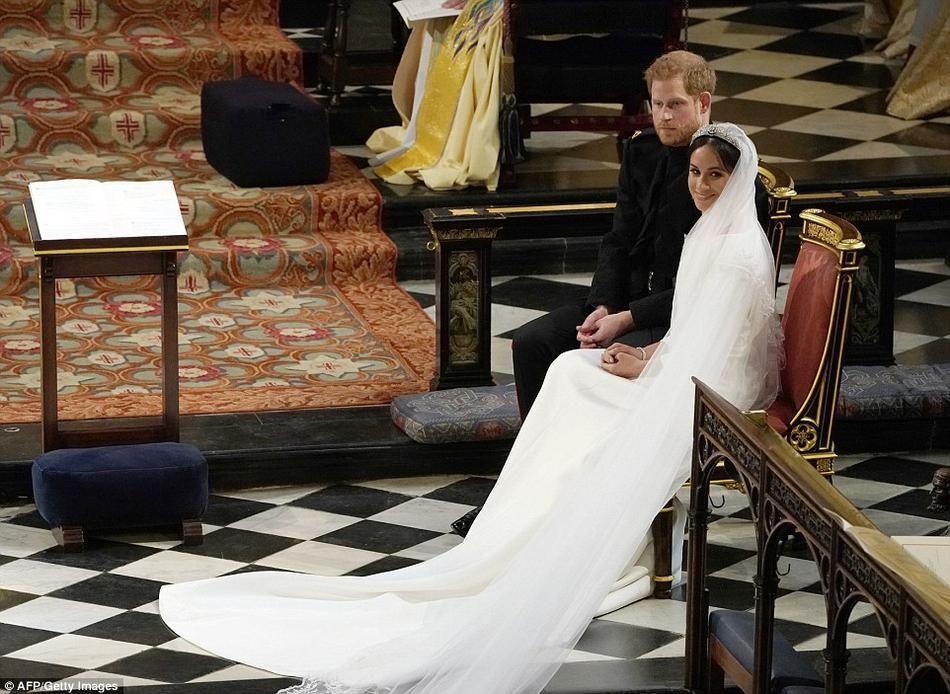 夫妻挍换�y.d:`�9l#�+_组图:哈里梅根宣誓结为夫妻 交换戒指宣读誓词