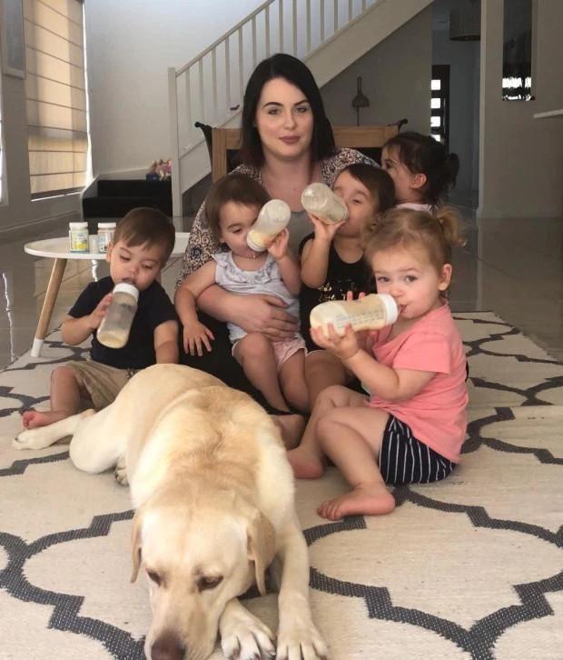 女子有3个娃后又生5胞胎,现和丈夫分居独自照顾8个孩子