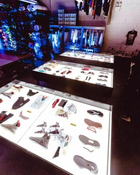 Adidas无鞋带篮球鞋真的很难穿但LightStrike才是新起步!