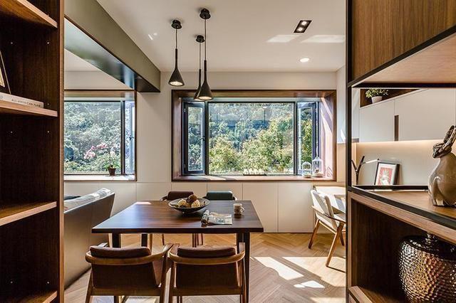 大面的开窗设计将室外的绿意暖阳纳入室内,人与自然更加亲密和谐.