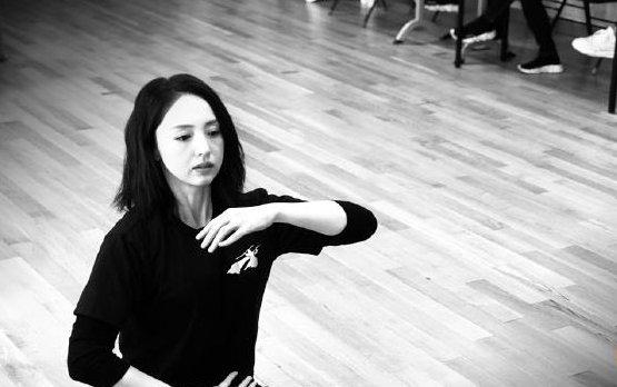 董璇离婚后首演《大话西游》舞台剧,扮演红衣紫霞仙子,倾国倾城
