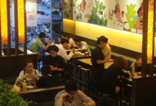 """小伙在北京开起米线店体验""""苦中带甜""""的创业"""