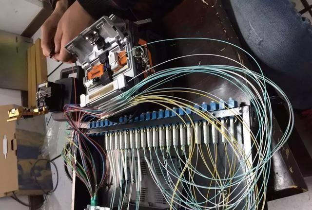 监控工程中技巧熔接技术的操作与光纤马自达6中控怎么操作说明图片