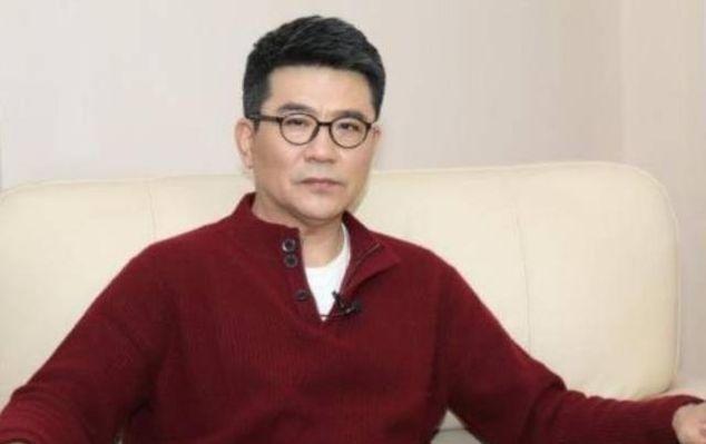导演眼中最帅中国大叔 ,遭多次封杀,妻子患病却不弃,今63岁成影帝