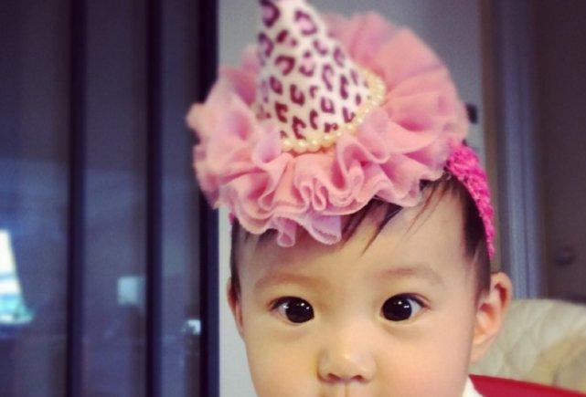 有种神颜叫贾静雯女儿,4岁近照曝光惊艳众人,网友:基因太强大