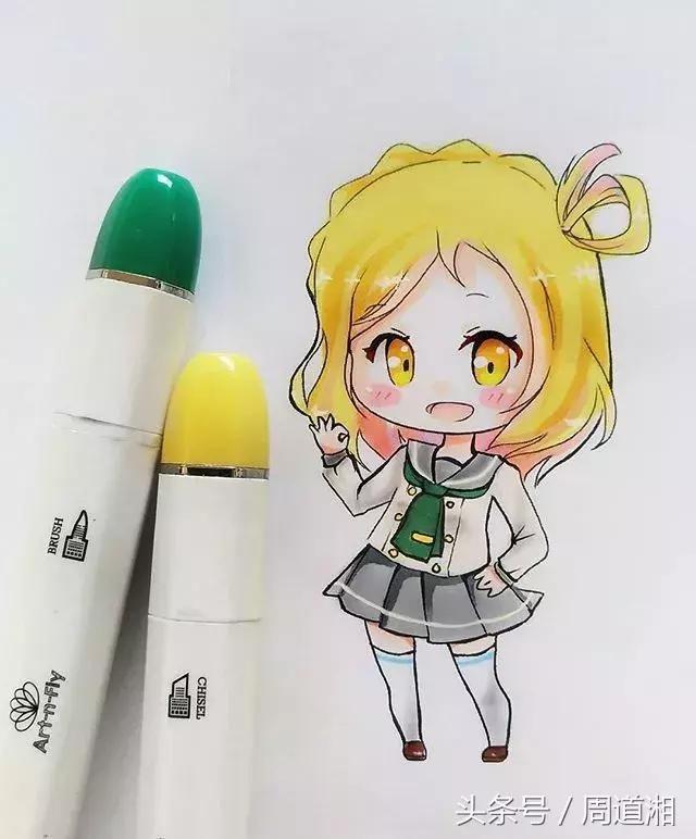 漫画人物大多使用两种色系的马克笔刻画超级萌哒