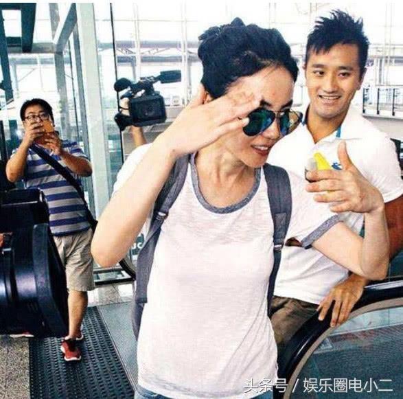 香港马会资料小鱼儿:王菲与男子亲密春游众人跟拍身边的陌生帅男不是谢霆锋