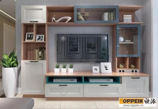 不知道你们有没有这样?#26408;?#21382;,去逛建材市场的时候,觉得这件家具好看,那件也不错,可是真的到了家里,发现怎么感觉不对劲,和之前?#32422;?#25152;预想的不是一回事儿。这是为什么? 究其原因,问题很可能出现在搭配上。家具的样式、风格、颜色等都要与整个环境相吻合,所以说不管是挑电视柜、茶几、餐?#37226;?#31561;等,所需要注意和讲究的地方有很多。