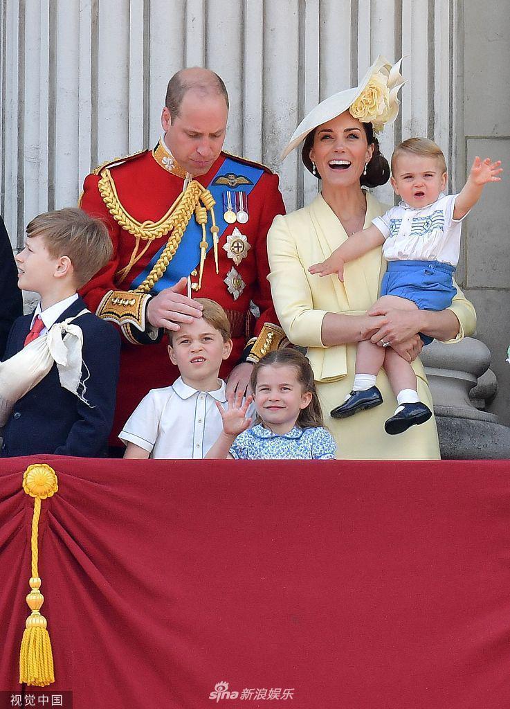 白金汉宫观看飞行表演路易小王子变表情超魔术包爸表情我…变你图片