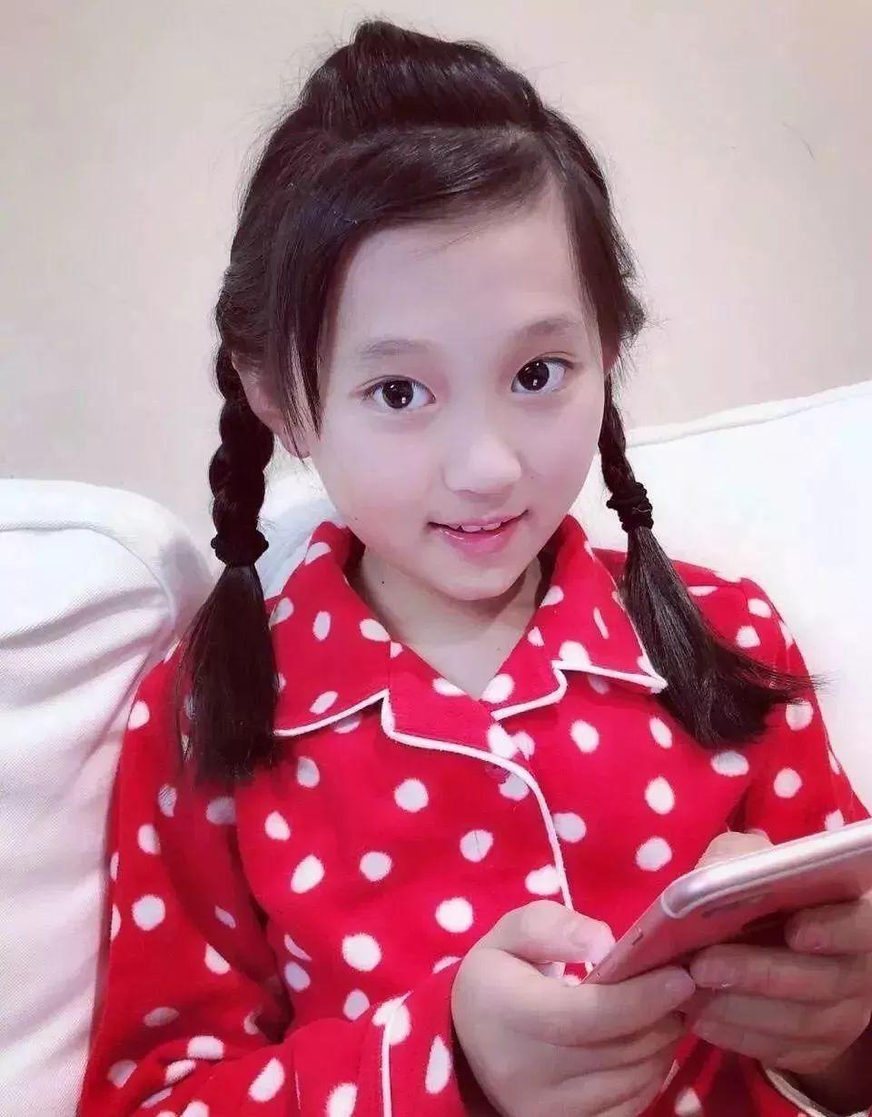 不仅仅表现在这个最美小学生上,回顾以往日本小姐选美,日本校花选美图片
