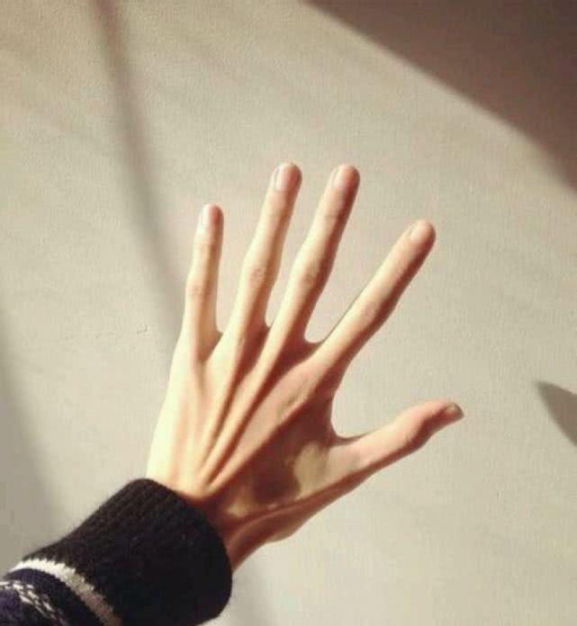 心理测试:哪个手是女孩子的?测试你的直觉能有多准