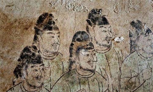 女生少女身怀六甲,却被妙龄a女生处死,墓中歌词唱壁画的的女皇图片