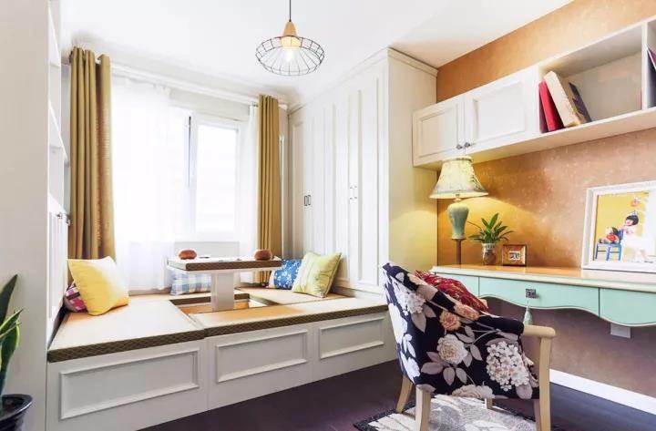 书桌柜可以集书桌,书柜,衣柜,展示柜甚至卡座等等功能