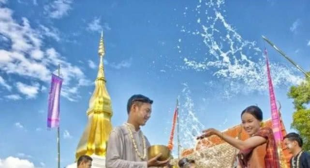 泰国落地签虽免费,但是你得准备好这些材料,还需要知道这3件事