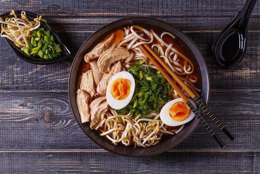日本拉面_以盐味猪骨汤底为主流,是在日本其他地区都没有的,保持原始拉面的风味