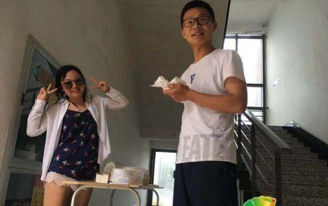 女大学生买下老人的煮鸡蛋后免费送给考研学生