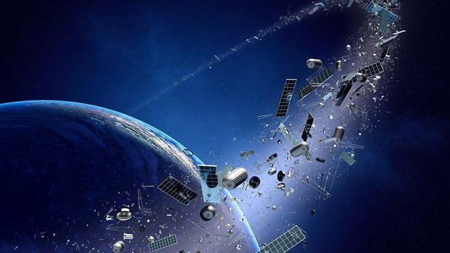 波音再遭重击33亿卫星在太空突然解体数十枚碎片呈现天女散花