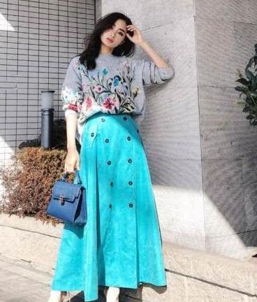51女性美丽网|这个冬季最素雅的打扮,毛衣与裙子搭配,很清新