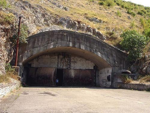 中国巨资援助阿尔巴尼亚一空军基地曝光,落败