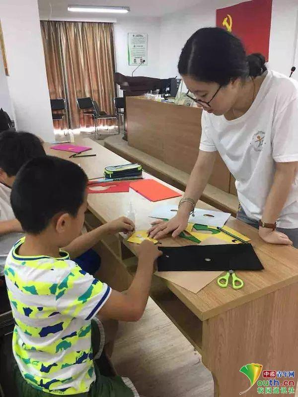 宁波大红鹰学院志愿者寻访非遗文化_探秘民间布艺