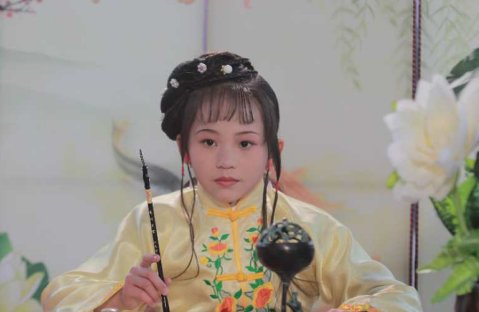 演员刘欣蕾出演少儿版古装电视剧《红楼梦》图片