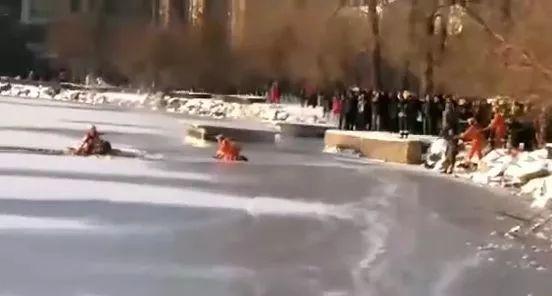 【聊城消防】冰面裂开掉头就跑?千万别!快趴下!
