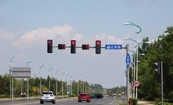 """<b>新版""""红绿灯""""曝光,老司机抱怨:直戳要害,一旦染上就得扣分</b>"""