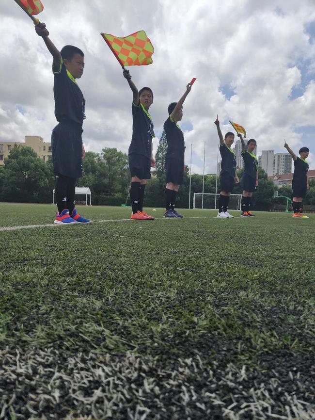 静安区暑期学生足球裁判培训班结业 小学员收