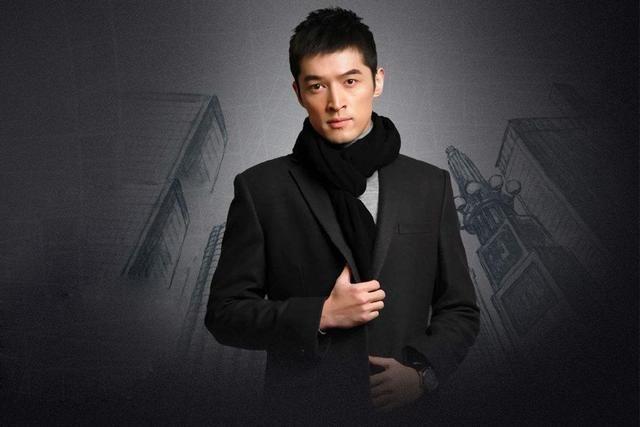 穿黑色西装最帅气的男星盘点,王俊凯李易峰王源胡歌均