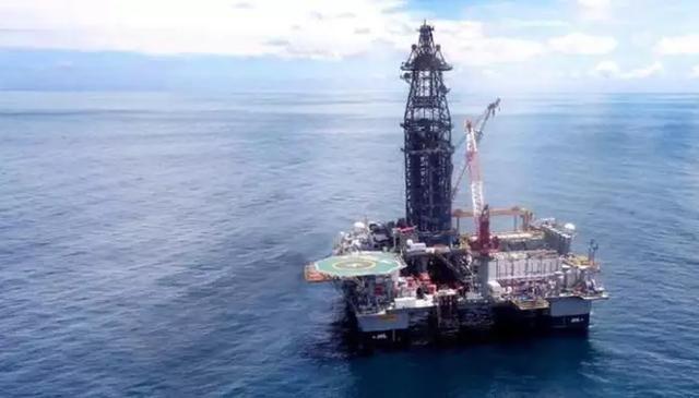 目前有超过1000口油气井在南海中24小时不停的开采石油和天然气.