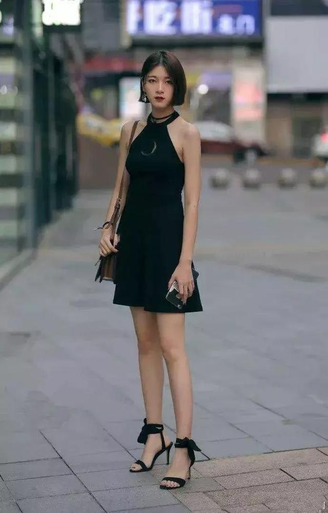 <b>一双高跟鞋魅力气质,搭配出高级的时尚感</b>