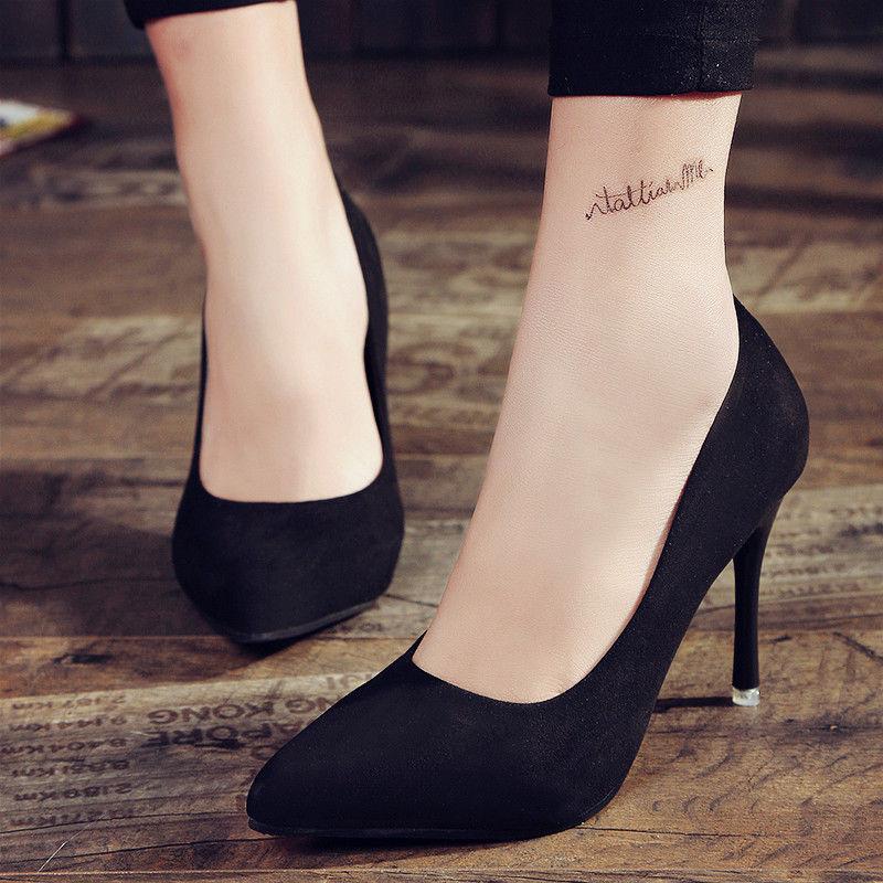 """高跟鞋搭配棉袜的""""时尚"""",一般人学不来,还是用丝袜搭配吧"""