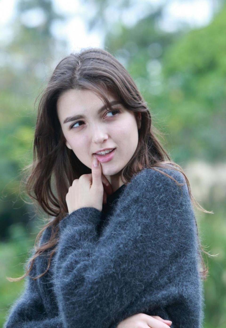 最大胆少女人体摄影艺术_乌克兰美女户外性感写真,上演大胆欧美人体艺术!