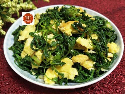 鸡蛋和它一起炒,秋天要多吃,多吃视力好,补铁又补钙 - 黑杏 - 黑杏