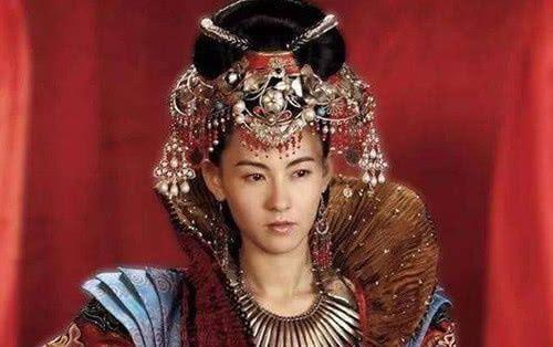 19岁皇后坚持嫁给4岁皇帝,为他上马打仗,还为他诞下7个儿子