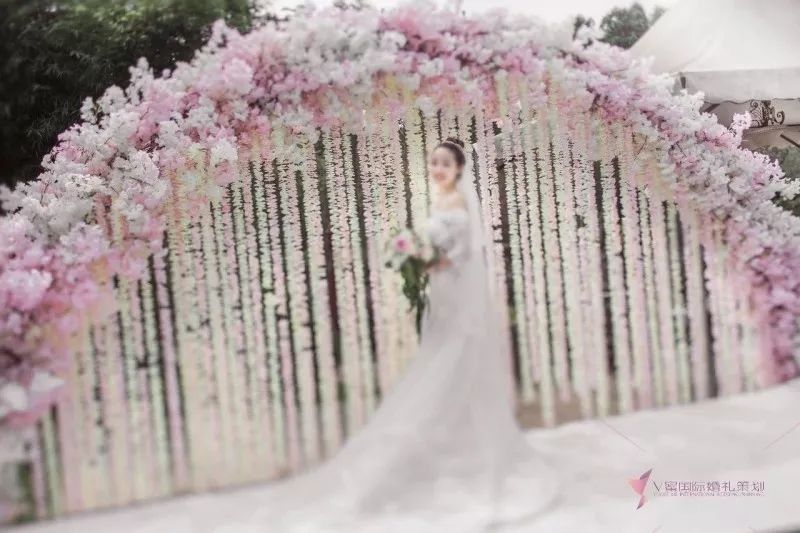 3,可以办户外草坪婚礼,也可以办露天天台婚礼.