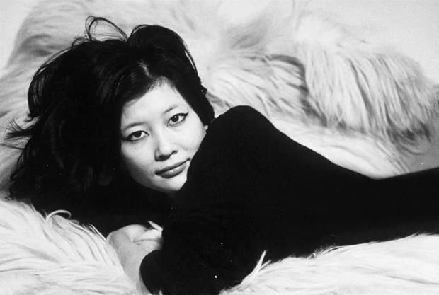 曾红遍西方首位华裔邦女郎,中年遭遇破产,考硕士57岁再闯好莱坞