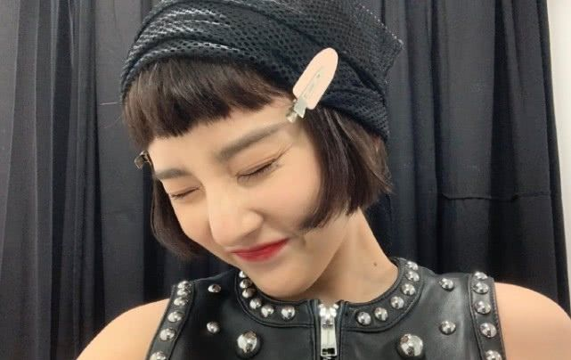宋祖儿又换新发型,剪齐耳发卡配短发粉色,可爱全部短发图片