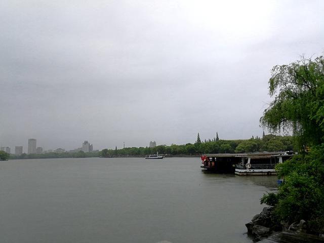 【热点】万木新绿江浙行(3):风雨嘉兴走南湖