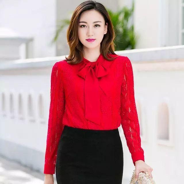 20-50岁都能穿的显瘦蕾丝加绒打底衫,告别寒冷