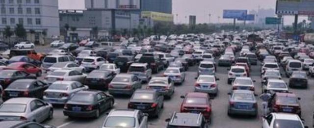 """为啥很多老司机宁愿用""""蜡烛灯"""",也不换车LED灯?因为他们不傻"""