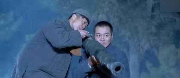 <b>抗日神剧:肩扛大炮我忍,手持加特林我忍,脸接大炮是什么鬼</b>
